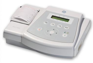 Этот аппарат в два с половиной раза дешевле обычного ЭКГ-оборудования