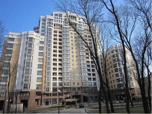 Депутаты скупают в столице по 6-7 квартир и записывают их на родственников