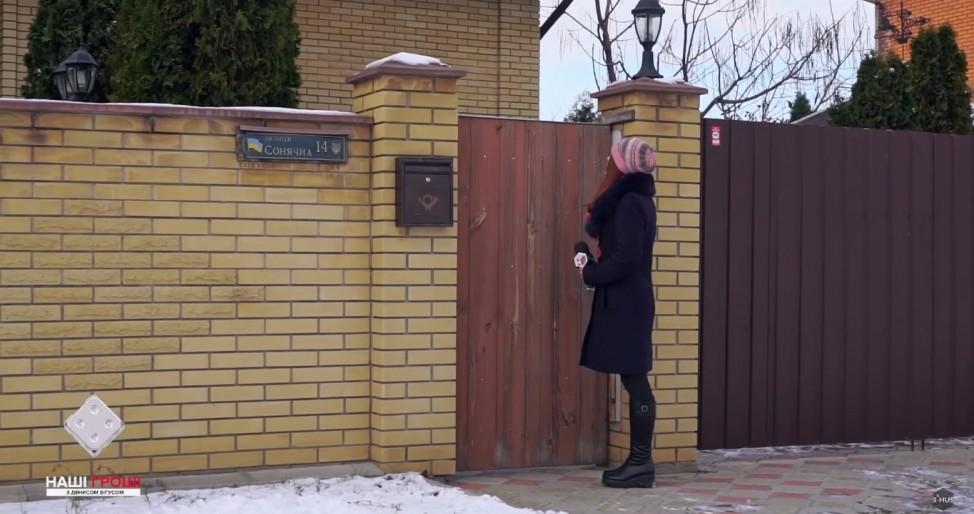 Журналистка, ожидающая так и не пришедшего на интервью отца заместителя Евгения