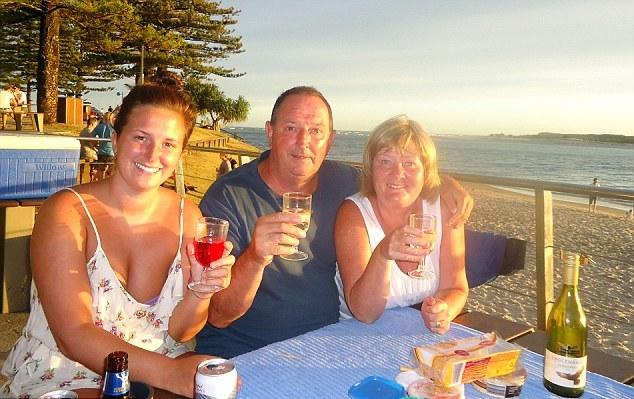 Пол Маршаллси с супругой и дочерью на отдыхе