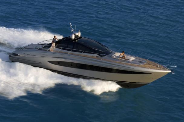 Яхта Camuffo