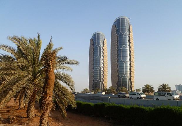 Фасады Аль-Бахар могут двигаться