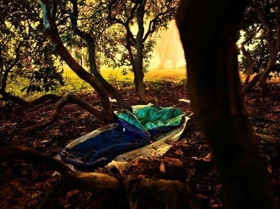 А если не боитесь диких животных - поспать можно и в лесу.