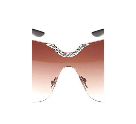 Очки инкрустированы бриллиантами по особой технологии