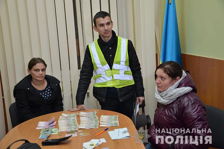 Жительница Тернополя с найденными деньгами