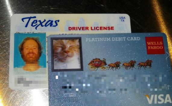 Американец заказал банковскую карту с фотографией своего питомца