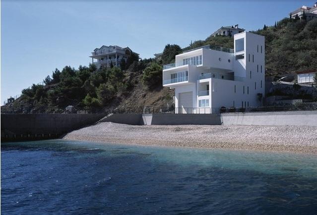 Известный лондонский архитектор построил в Крыму футуристический особняк