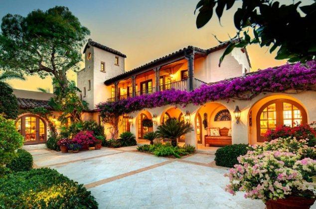 Этот особняк вместе со всем островом стоит 29,5 млн. долларов