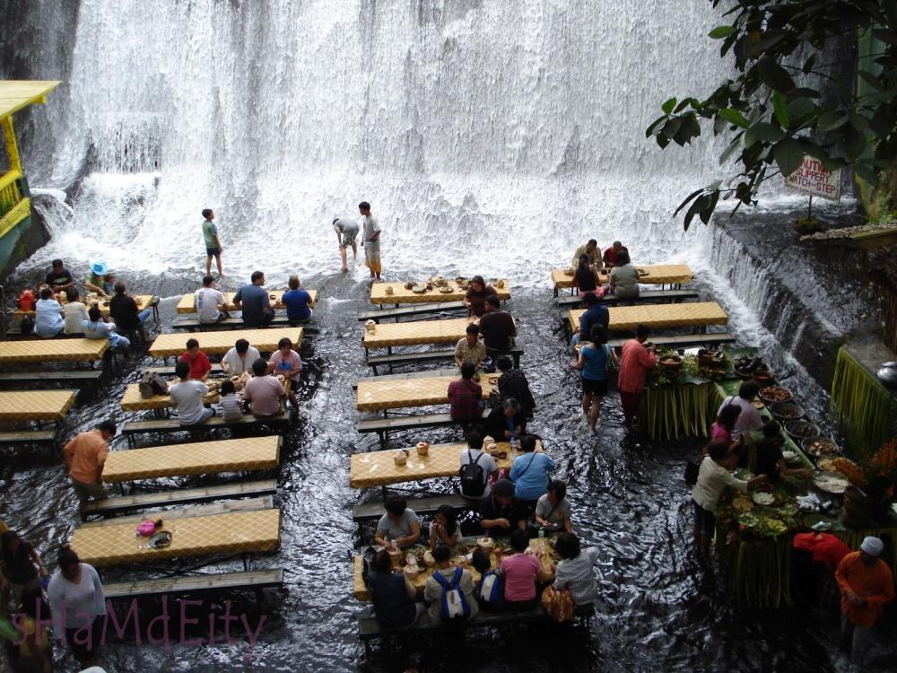 Отель под водопадом на Филиппинах