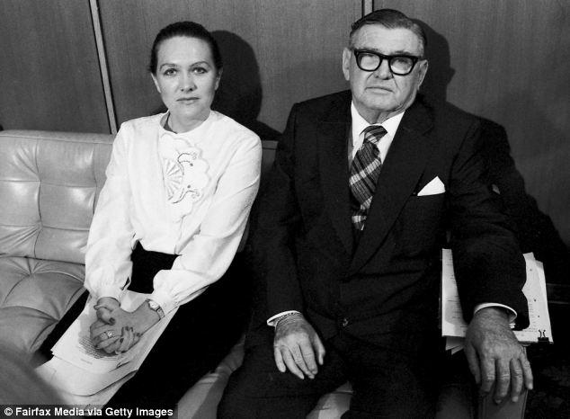 1982 год: Джина Райнхарт со своим отцом Ленгом Хэнкоком, оставившим дочери свою рудниковую империю в наследство