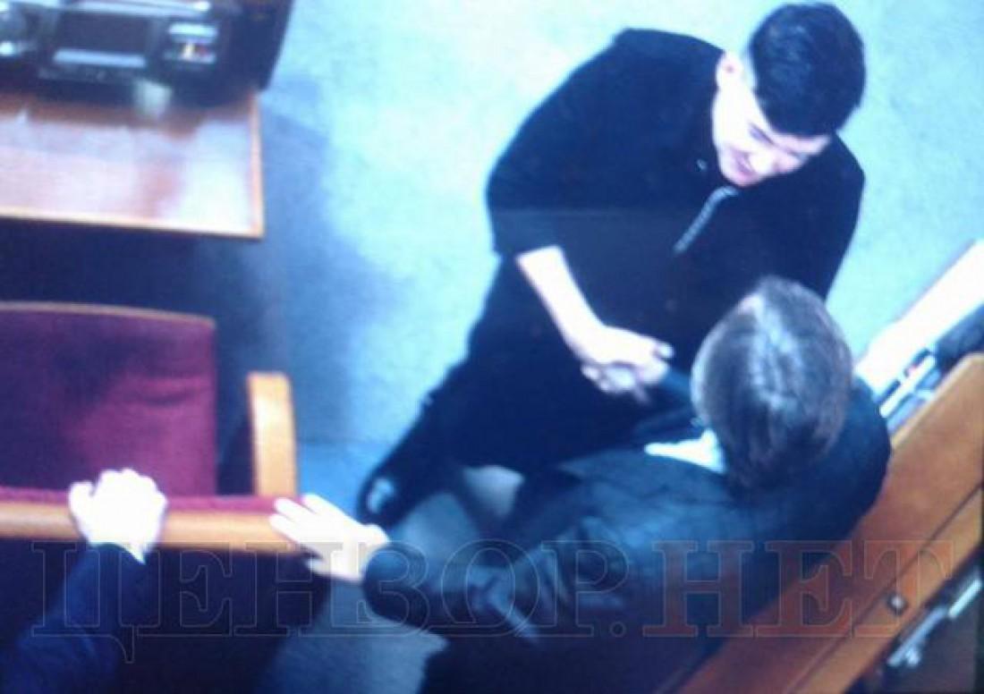 Выразила соболезнование: сети изумило спонтанное фото Савченко сНовинским вРаде
