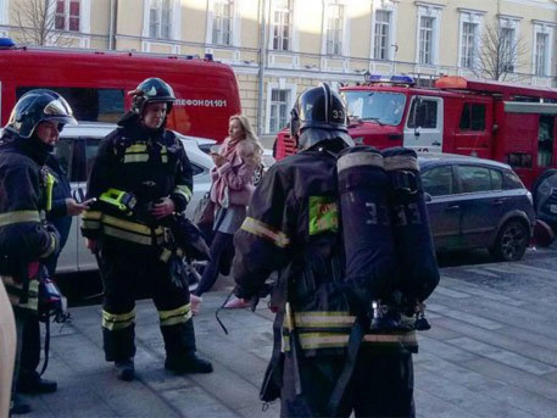 Спасатели эвакуировали из здания порядка тысячи человек