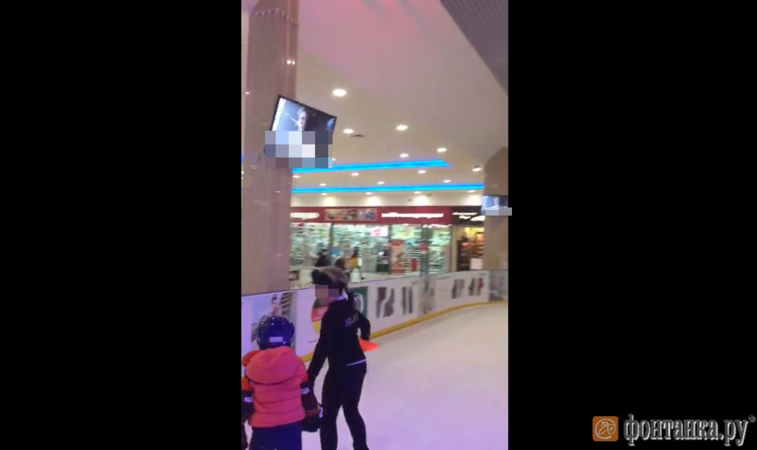 Порно на огромном экране в центре москвы