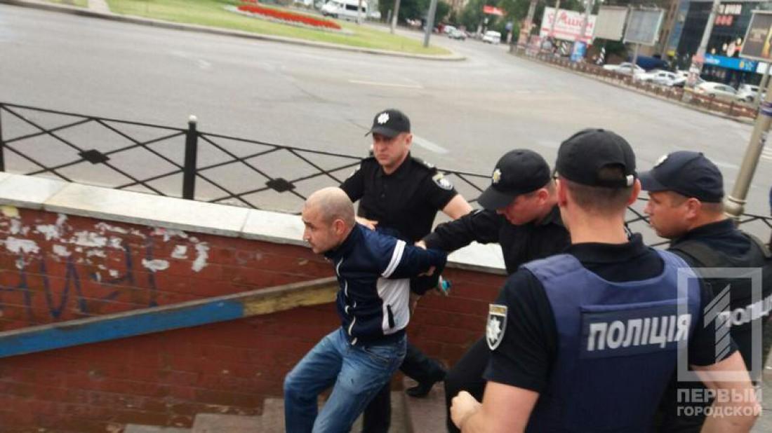 Полиция сразу задержала хулигана и отвезла в отделение