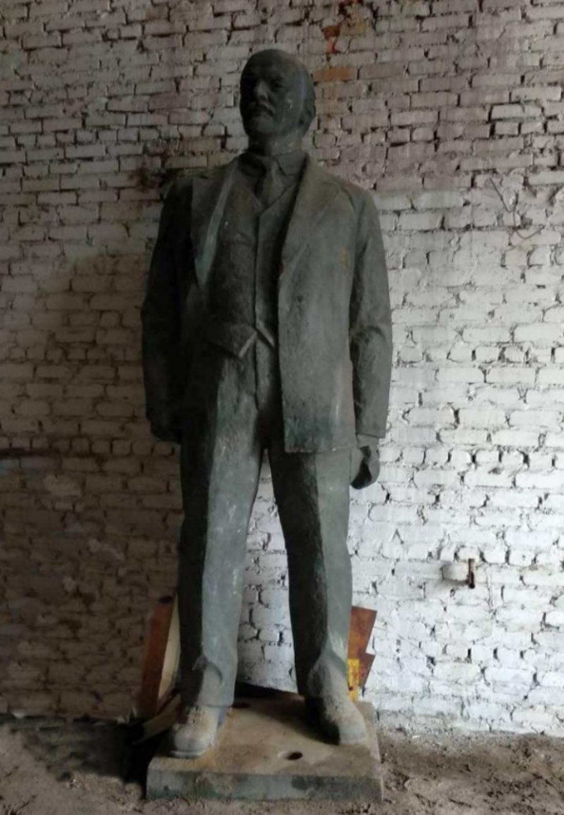Скульптура отлита из бронзы