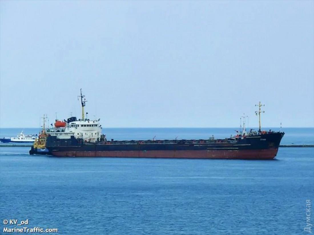 В одесский порт зашел танкер под триколором страны-агрессора