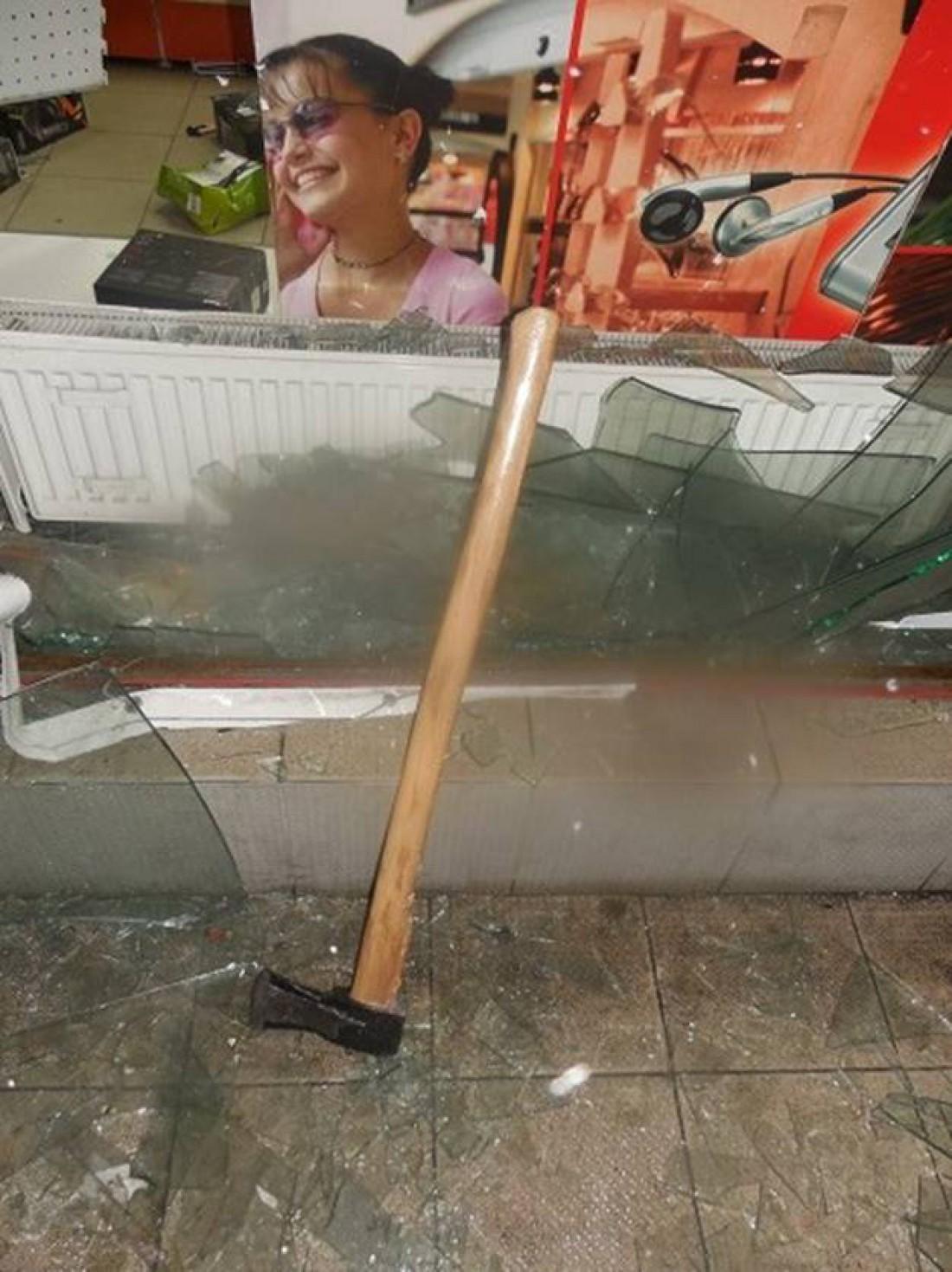 Из магазина техники в Киеве украли полсотни смартфонов