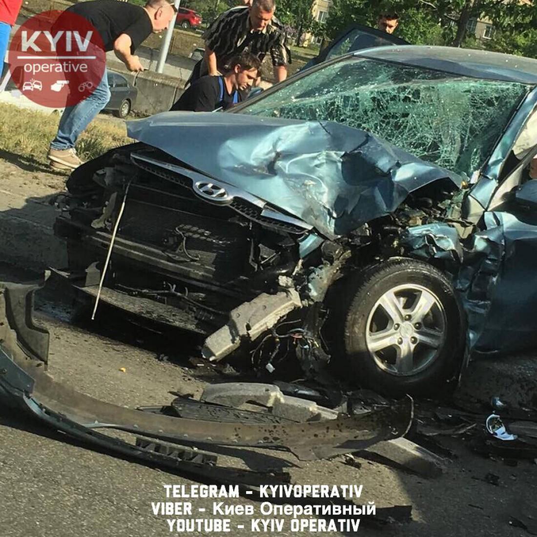 Авто столкнулись на улице Бальзака