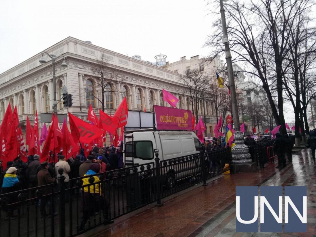 Под Верховной Радой происходит митинг социалистов