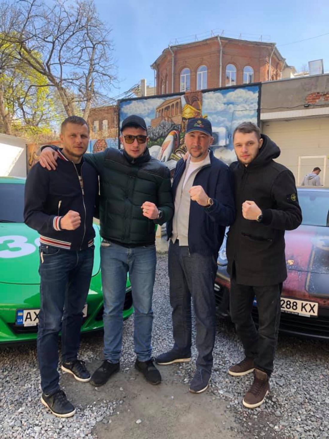 Вадим Воскобойников третий слева