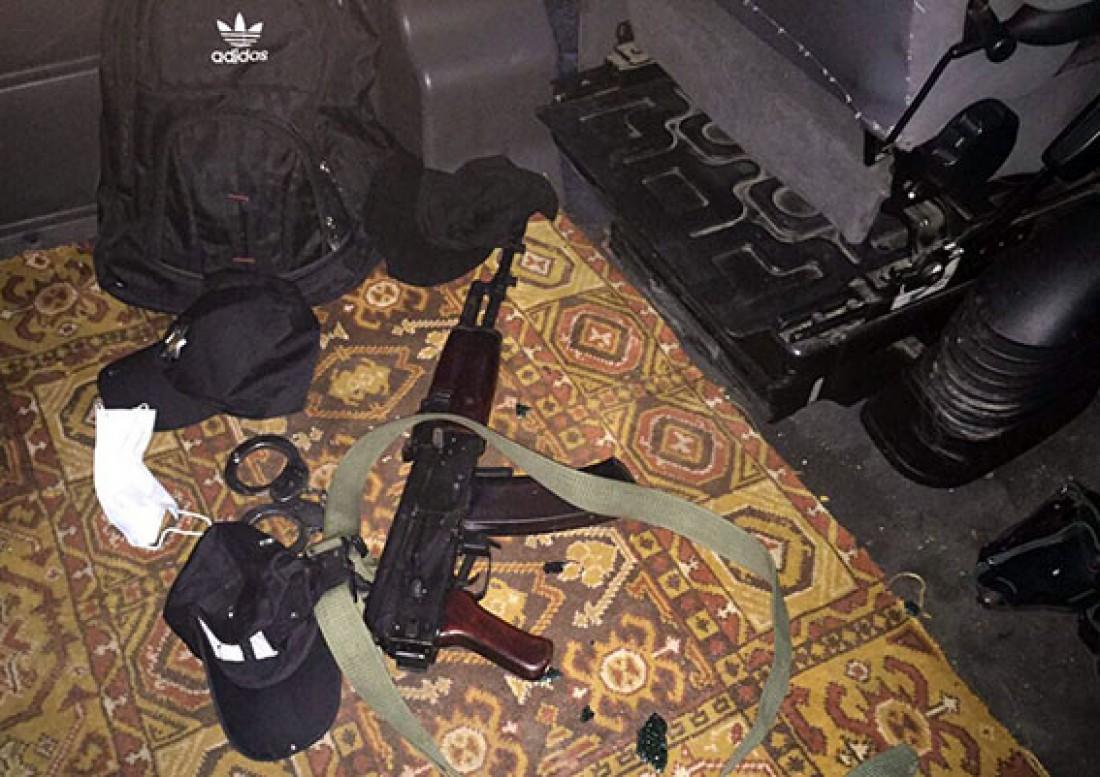 Во время задержания у преступников изъяли в том числе огнестрельное оружие