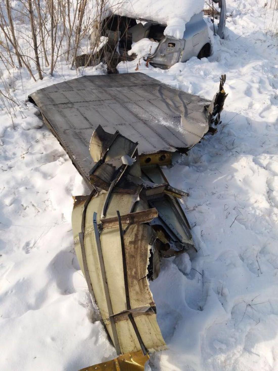 У самолета сорвало створку грузового люка
