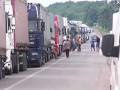 На границе с Крымом фуры стоят в километровых очередях, водители теряют терпение