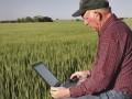 Порошенко поручил обеспечить села  скоростным интернетом