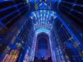 Неземная красота: часовню Королевского колледжа украсили световыми орнаментами
