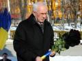 Азаров принял участие в церемонии возложения цветов к памятнику Шевченко