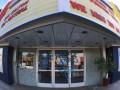 Демонстранты в Лос Анджелесе испортили кинотеатр Тарантино