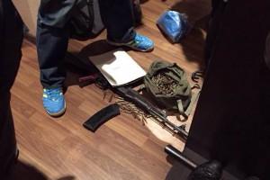 У милиционера изъяли автомат Калашникова, пистолет Макарова, патроны и наркотики