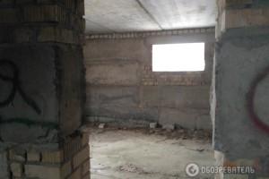 Территория недостроенного дома, где сотрудники ГСО задержали оперативников