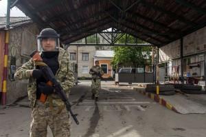Боевики на входе в луганскую погранзаставу