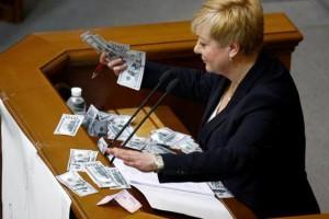 Гонтареву в Раде забросали деньгами
