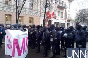 Полиция следит за порядком возле парламента