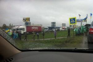 В Киеве активисты перекрыли Окружную дорогу