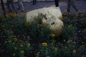 Пал еще один памятник Ленину