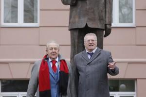 В Москве возвели памятник Жириновскому