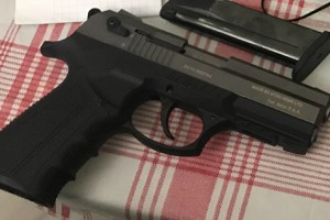 Пистолет одного из задержанных
