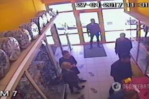 Неизвестные захватили магазины сети База Автозвука