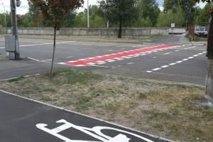В Киеве продолжают рисовать велодорожки