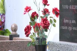 За кражу цветов с могилы женщину могут посадить на три года