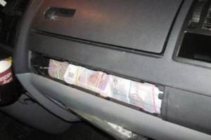 Деньги были запрятаны под панелями машины