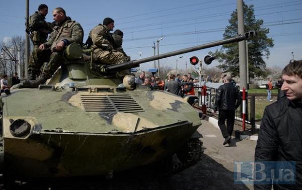 Украинских военных заблокировали на переезде Пчелкино