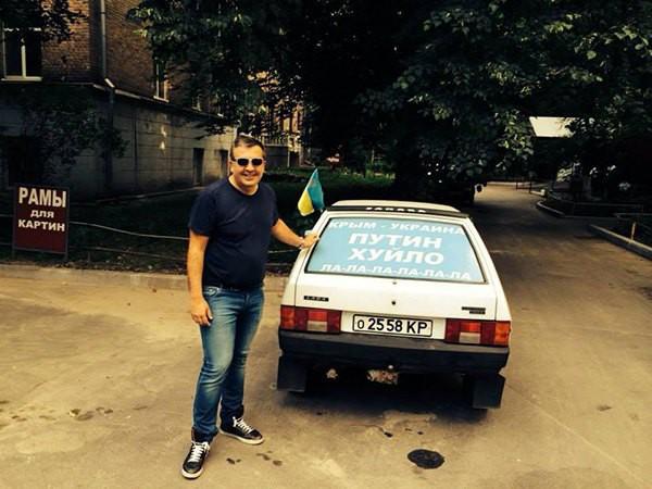 Саакашвили сфотографировался возле знаменитого лозунга про Путина