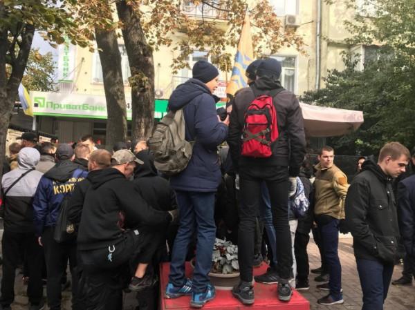 На мероприятии были неслучайно замечены люди в одежде Национального корпуса