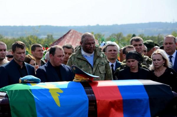 На похоронах также был и.о. главы ДНР Дмитрий Трапезников