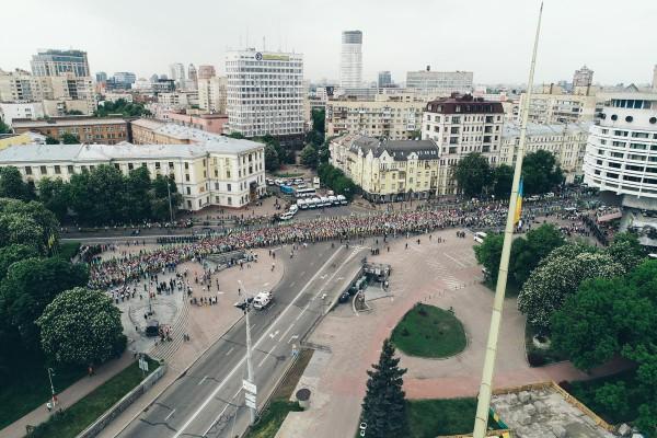 Участники шествия двигались от метро Арсенальная до Парка Вечной Славы