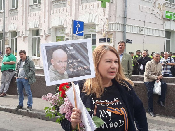 До задержания она шла с портретом убитого известного журналиста Олеся Бузины